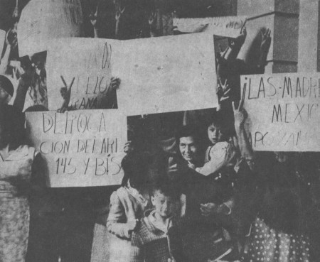 a history of the tlatelolco massacre in mexico Remembering the tlatelolco massacre submitted by barbara@nationa on fri, 08/24/2018 - 12:11pm  and arrested more than 1300 protestors in mexico city's tlatelolco neighborhood  this contemporary exhibition conveys some of the history on the 50 th anniversary of the tragic night of tlatelolco.